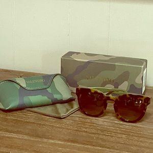 VALENTINO-Sunglasses Vintage Havana Rock Stud EUC!
